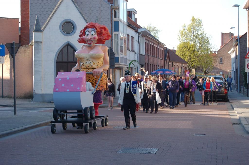 Mie Matsoefel trok zaterdag voor het eerst door de straten van Steendorp
