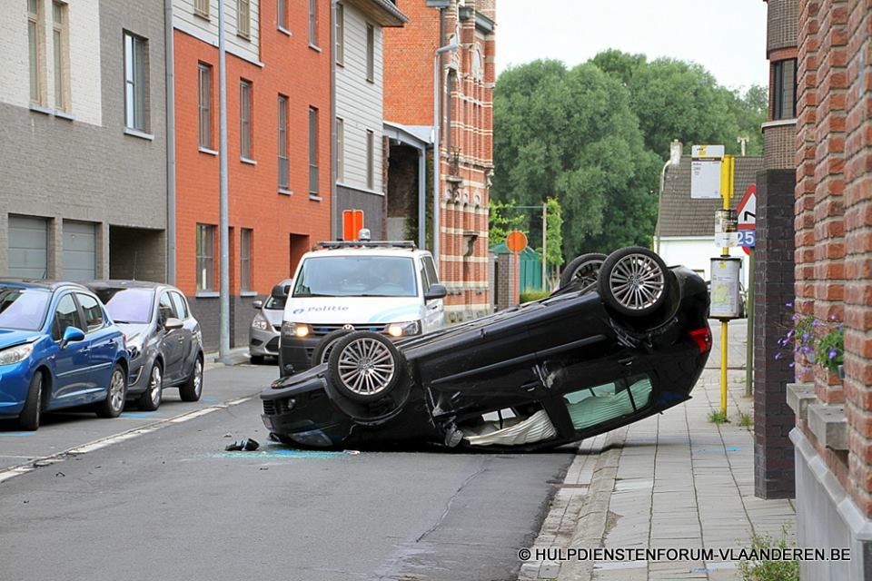 Auto over Kop Warandestr. Steendorp 27 07 15