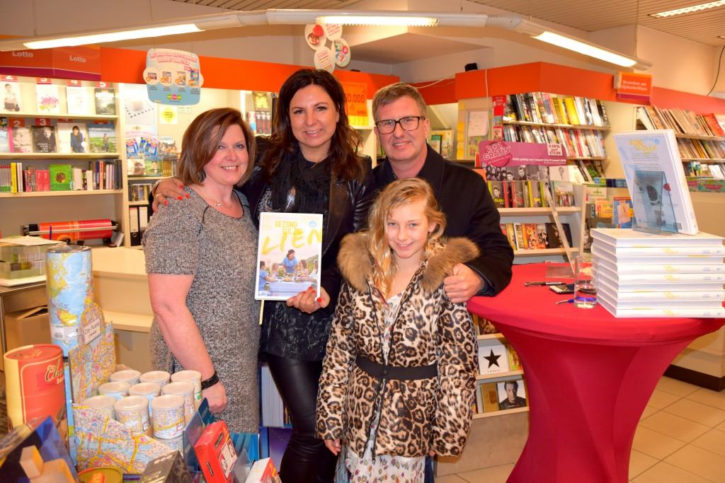 De familie Verheyen-Willaert met uitbaatster Karine Backeljau